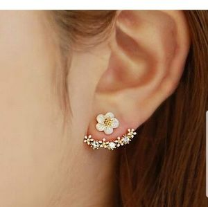 Jewelry - 🌼Nwt White Daisy Front/Back Earrings🌼